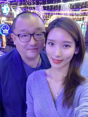 仝爱爱和王小帅导演合照